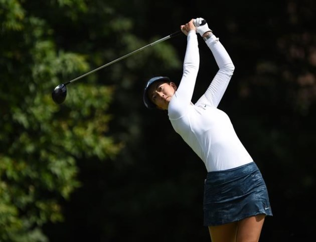 In Gee Chun leads in Canada; Brooke Henderson survives cut