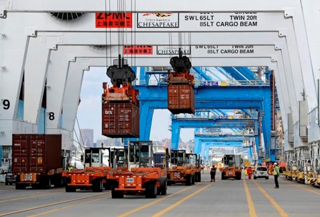 Canada trade deficit barely budges in September