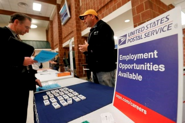 US Jobless Claims Fell, Labor Market Continues to Tighten