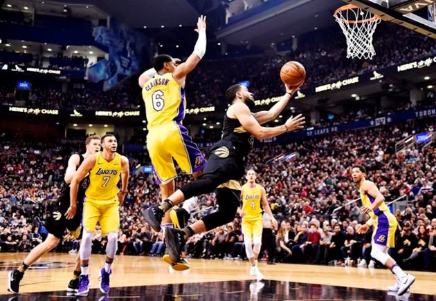 VanVleet scores career-high 25 points off bench, Raptors beat Lakers