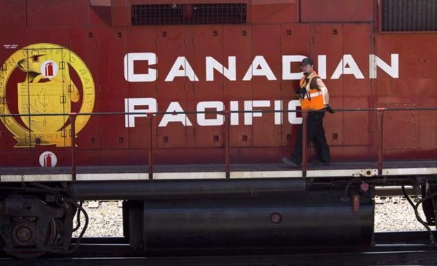 Canadian National Railway (TSE:CNR) Price Target Raised to C$107.00