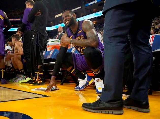 LeBron's MRI shows groin strain, Lakers say he is day to day