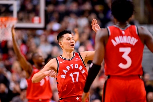 2c0a4dace03 Jeremy Lin does his homework before making successful Raptors debut ...