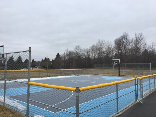 USED 2019 04 06 F Ken Sturgeon Park BB court AK