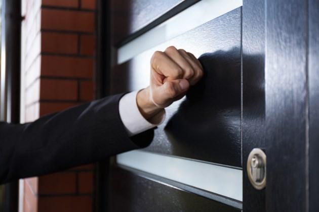 door-to-door sales AdobeStock_72341123