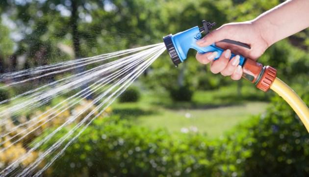 garden hose AdobeStock_64804339