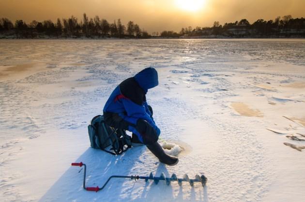 Ice Fishing AdobeStock_74530827