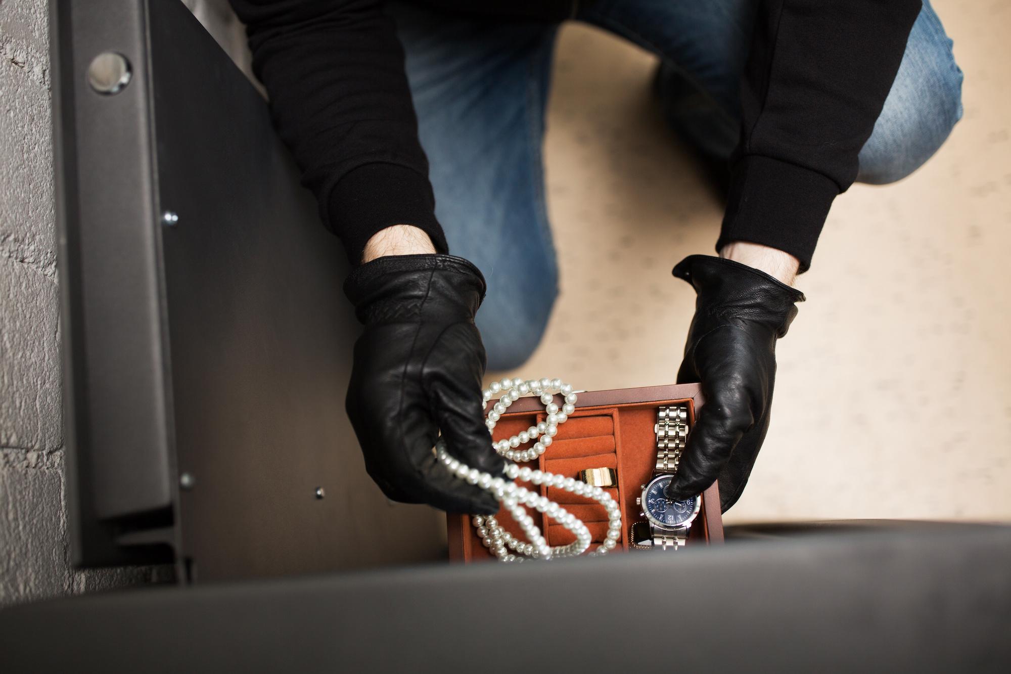 Jewelry, cash stolen during Erin break and enter