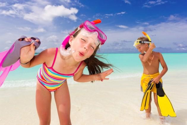 kids beach AdobeStock_27336883