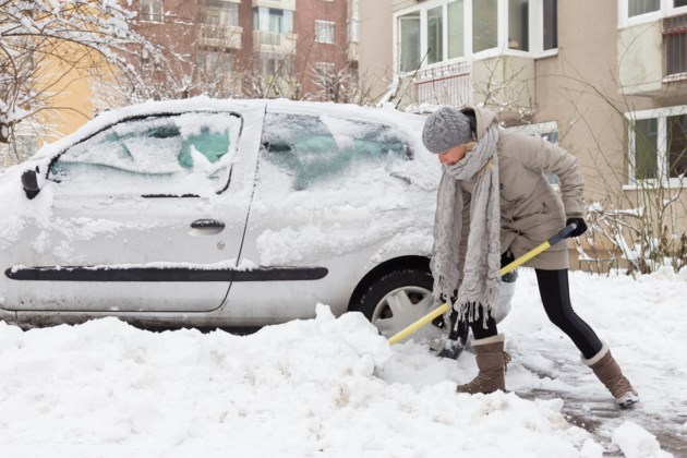 shoveling AdobeStock