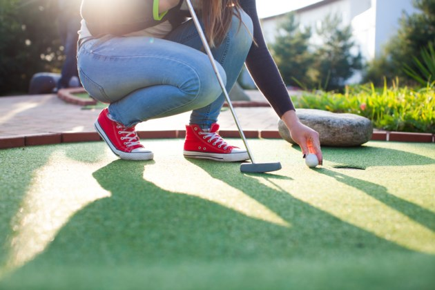 mini golf AdobeStock_70570315