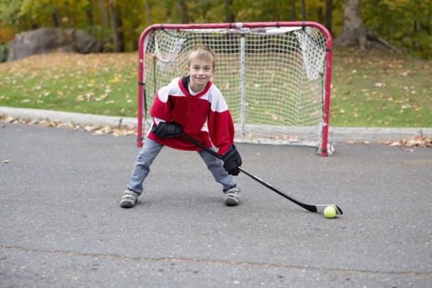 street hockey AdobeStock_125114355