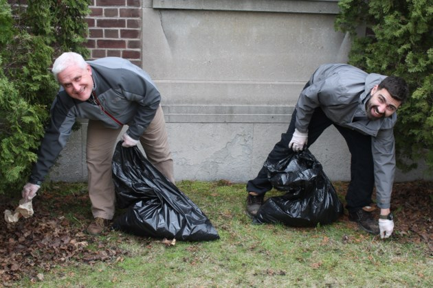 170421-CHAMBEROFCOMMERCEEARTHDAYCLEANUP-DT