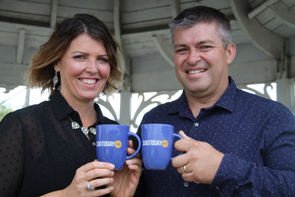 Susanne and Dean Anderson, Catalina Motel managers, with their SooToday mugs, Oct. 11, 2017. Darren Taylor/SooToday