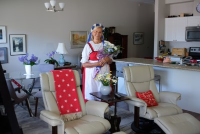 Former Rest Home Juhannus Crowner Is Now A Queen Herself (11 Photos, Video)
