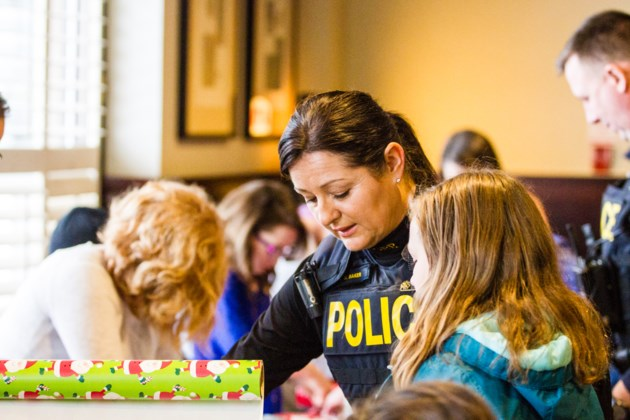 2016-12-17 Cops and Kids DMH-13