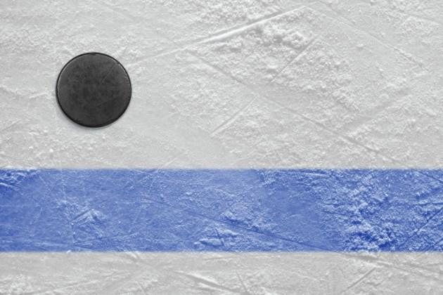 IceLineHockeyPuckBlueLine