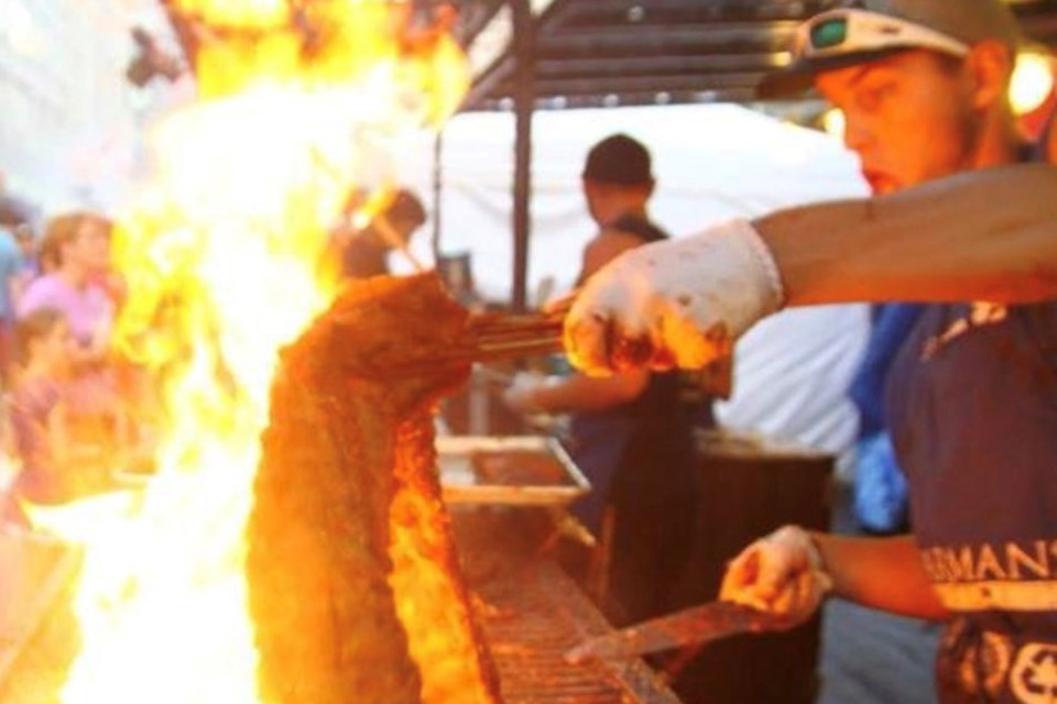 Not only are RibFests an excuse to savour lip-smacking meats and veggies, they're also a great excuse for some fiery showmanship.