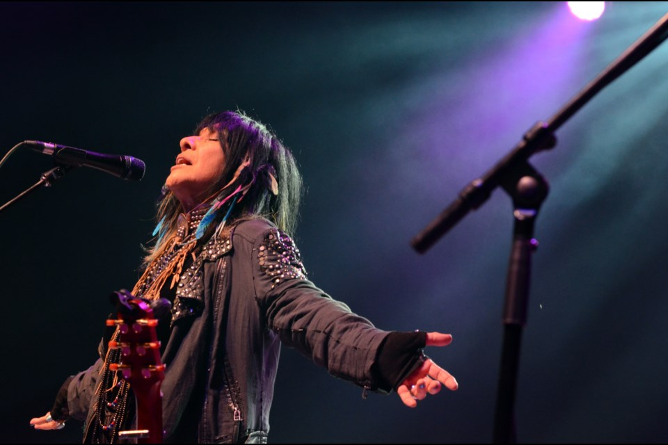Iconic Canadian musician Buffy Sainte-Marie gave a command performance to open Northern Lights Festival Boreal on July 6. (Marg Seregelyi/Marg Seregelyi Photography)