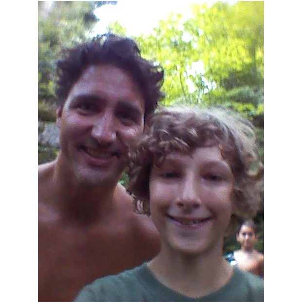 Vancouver Island photographer who snapped shirtless Trudeau issues warning at federal Conservatives