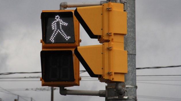 2015-11-20-pedestrian-walk-signal-turl660
