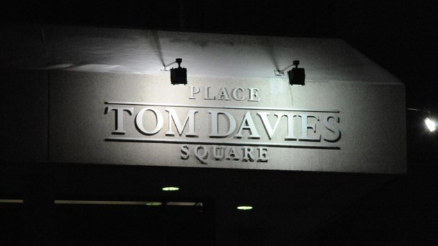 270617_tom-davies-square_night
