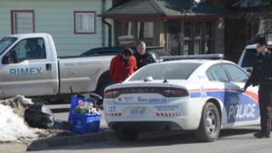Video: Five suspects arrested for weapons complaint