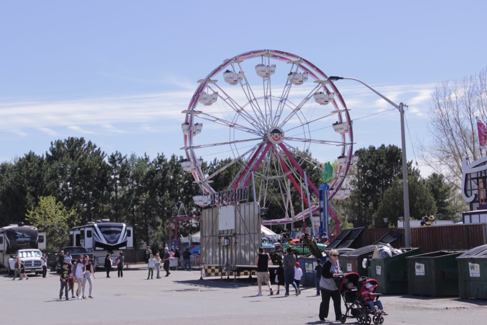 A traveling midway from World's Finest Shows has taken over the parking lot of the Hanmer Mall until May 28. (Callam Rodya/Sudbury.com)