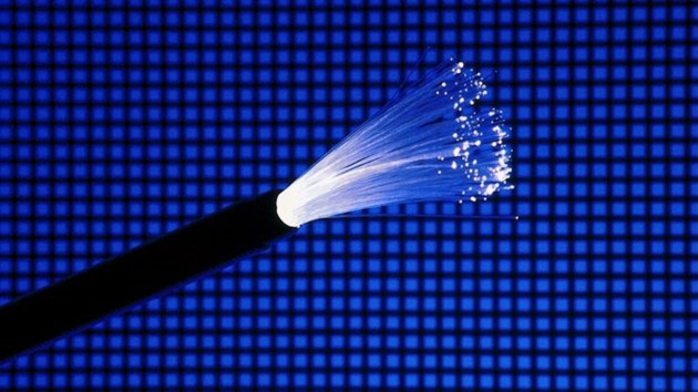 091115_fibre_optic_cable