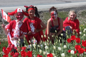 <updated>Updated:</updated>Oh Canada! Local school has tulip bed in shape of country's flag