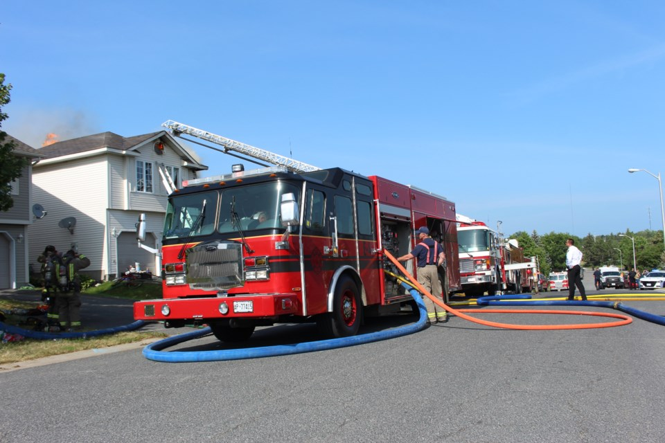 Emergency crews respond to a structure fire on Mallard's Landing Drive in the city's south end. (Keira Ferguson/Sudbury.com)