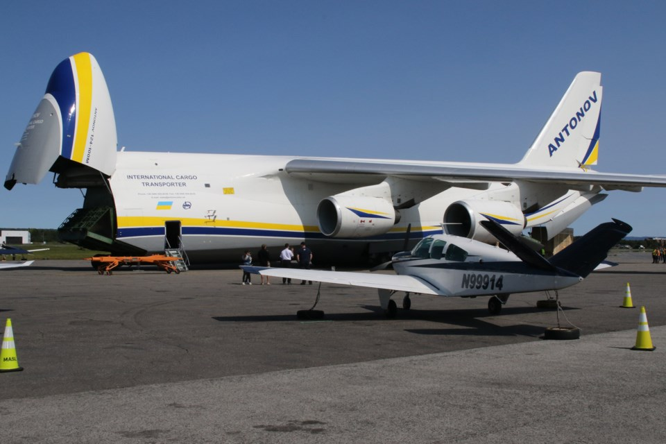 Largest Plane To Ever Land In Thunder Bay Touches Down
