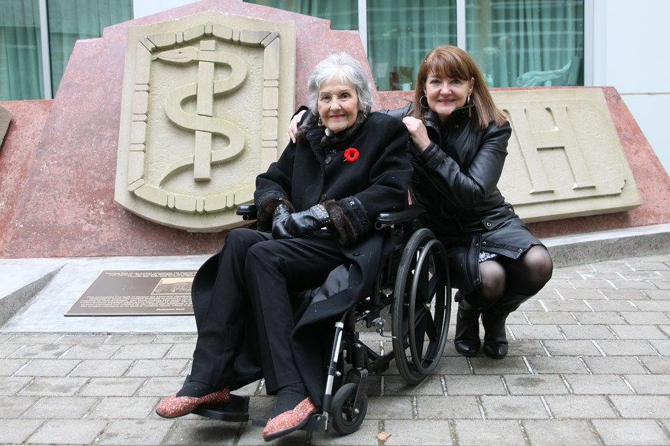 Shirley King, a former nurse at the Port Arthur General Hospital, with daughter Sherry King in front of the monument commemorating the former hospital on the property of the Thunder Bay Regional Health Sciences Centre that was unveiled on Thursday, November 8, 2018. (Matt Vis, tbnewswatch.com)