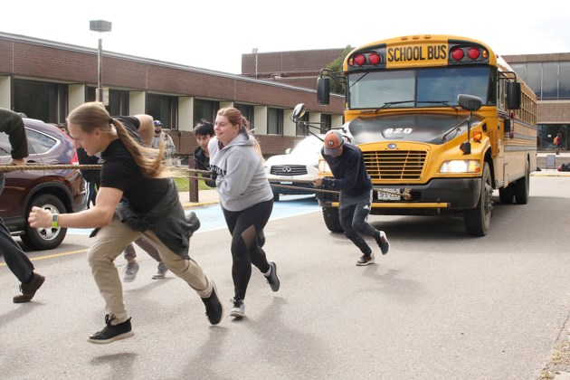 Lu Students Pull Bus For Charitable Cause Tbnewswatch Com