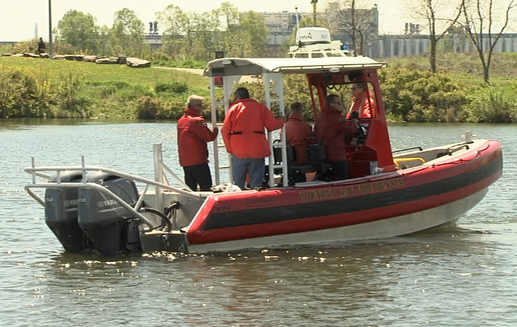 Thunder Bay firefighters are being trained this week on operating their new, fully-equipped rescue boat (Carmen Wong/TBTV)