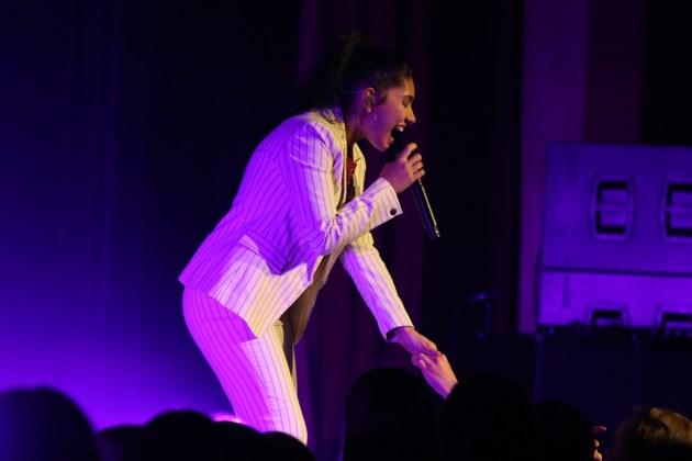 Tour-de-force Cara shines on Auditorium stage (8 photos)
