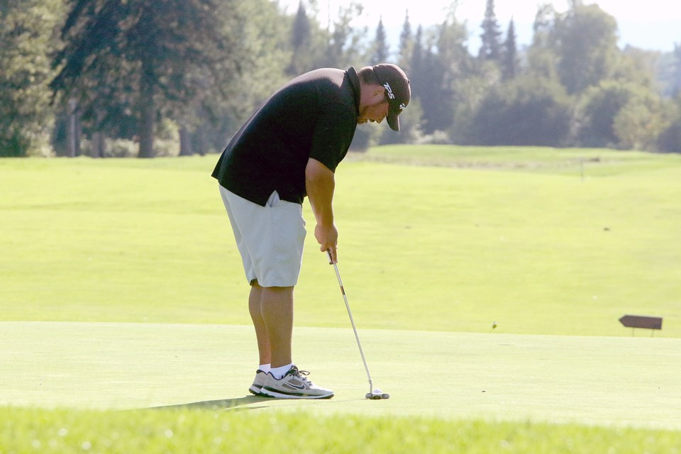 Champion Colin Sobey lines up his first putt on 18 on Monday, Sept. 3, 2018 at the Teleco District Open at Whitewater Golf Club. (Leith Dunick, tbnewswatch.com)