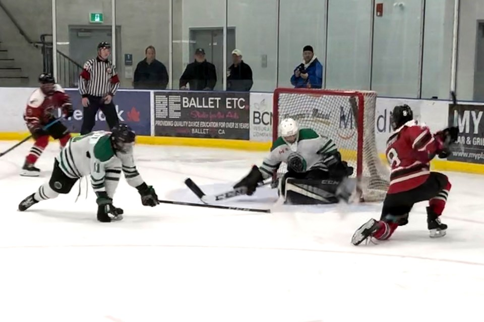 Cam Lightfoot (8) scores a power play goal to make it 3-0 for Thorold. Alex Rotundo/ThoroldNews