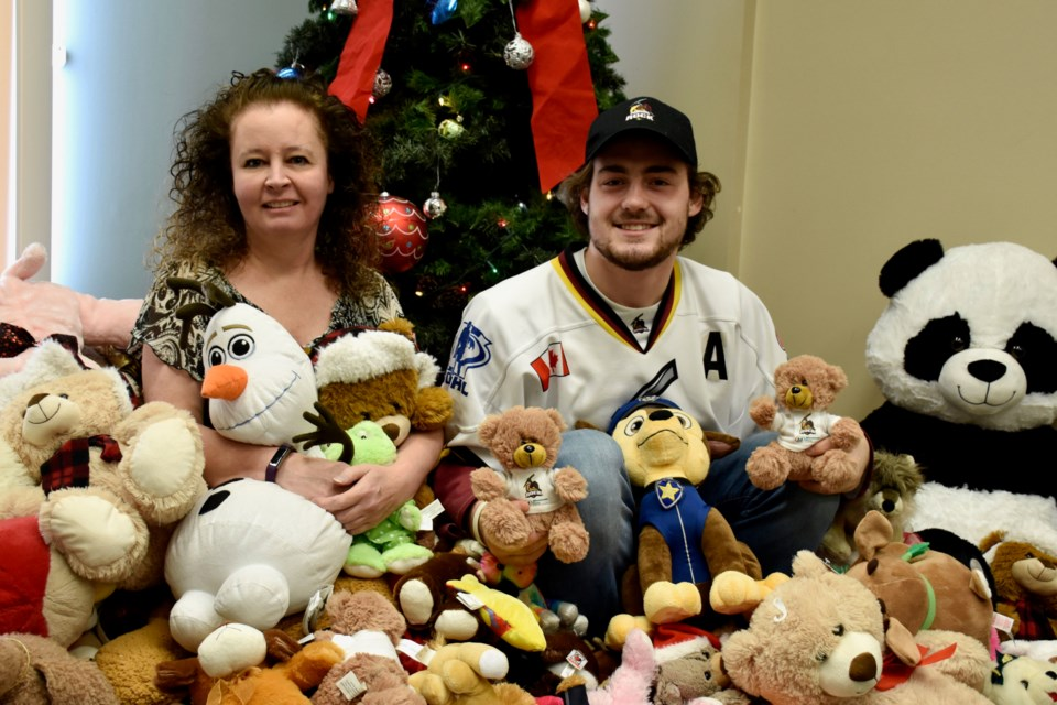 Teddy bear toss helping give comfort to kids at Christmas (2 photos ...