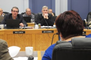 Dubeau told to 'get a life' by fellow councillor