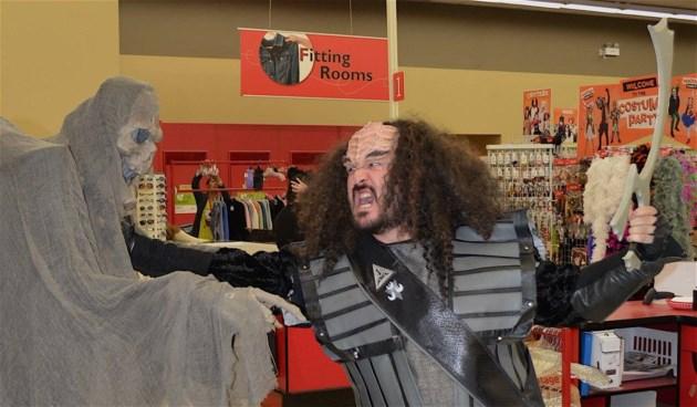 2018-10-10 Klingons Value Village SUP