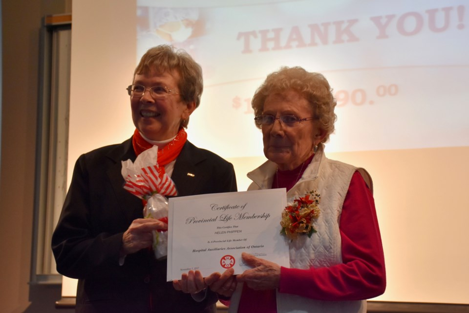 Hospital Auxiliaries Association of Ontario regional Chair Lise Simpson honours Timmins and District Hospital Auxiliary volunteer Helen Phippen. Maija Hoggett/TimminsToday