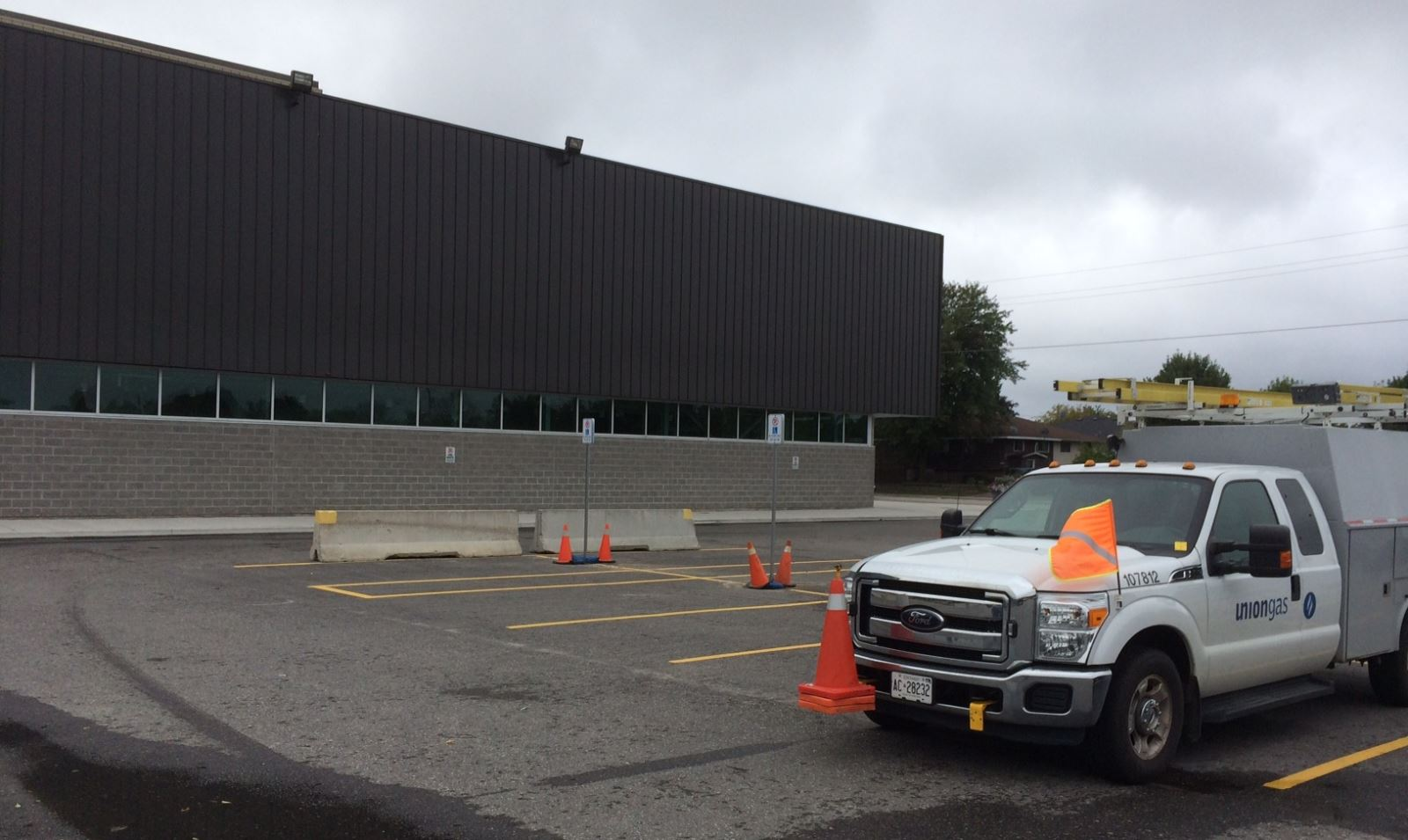 A Gas Leak This Morning At Memorial Gardens Emptied The Building While Union Gas Workers Checked For The Source Photo By Jeff Turl